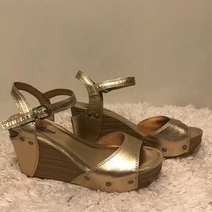 NWOT Lucky Brand Wedges size 6.5
